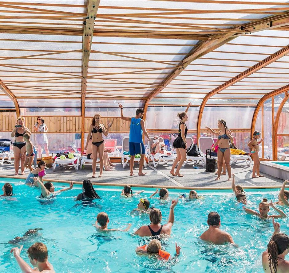 aquagym lessons in the indoor heated swimming pool - ST HILAIRE DE RIEZ CAMPSITE