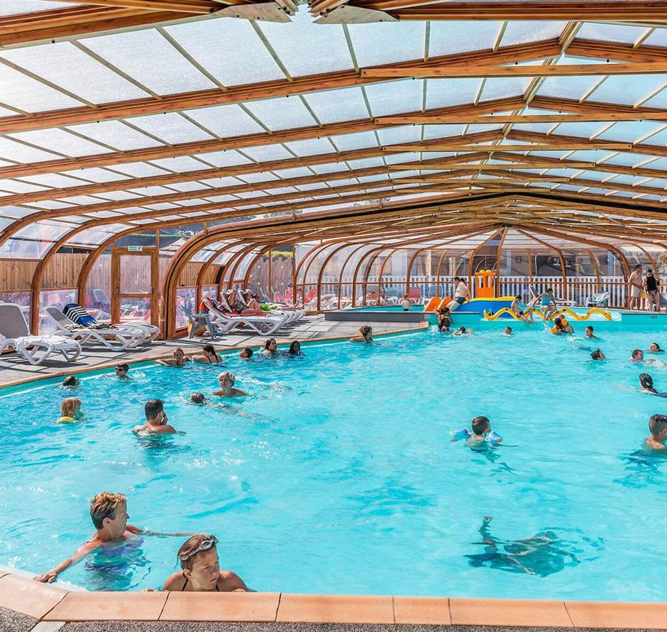 aquatic area with indoor heated swimming pool - ST HILAIRE DE RIEZ CAMPSITE