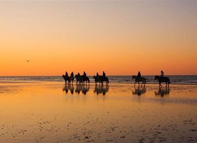 horseback riding on the beaches of st hilaire de riez - ST HILAIRE DE RIEZ CAMPSITE